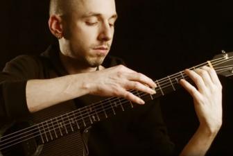 吉他学习中有很多练习技巧 点弦就是其中之一