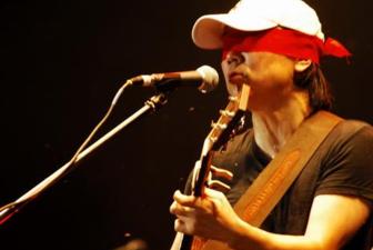 一块红布吉他谱 崔健一块红布 吉他谱